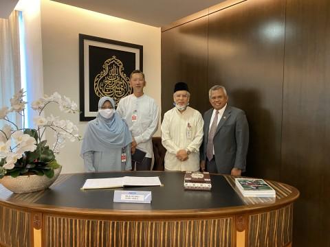 A visit to Y. Bhg. Datuk Rosman Mohamed, CEO of Bank Rakyat,