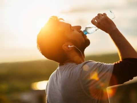 Experts: No harm drinking cold water in hot weather