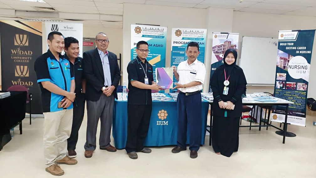 Kulliyyah Promotion Activities in Pahang Matriculation College