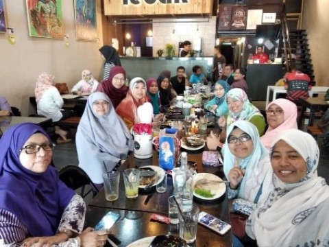 FAREWELL LUNCH FOR MDM ROSMARINA BINTI JAMALUDIN  (SENIOR BIOLOGY LECTURER, CFS, IIUM)