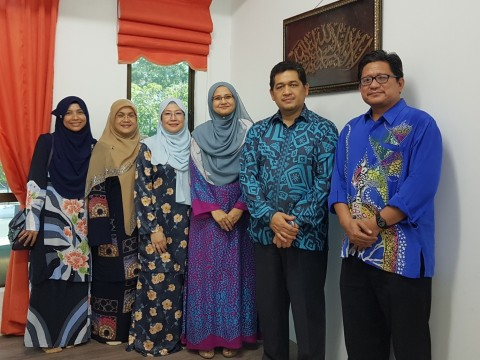 AIKOL continue visiting alumni to better engage with them