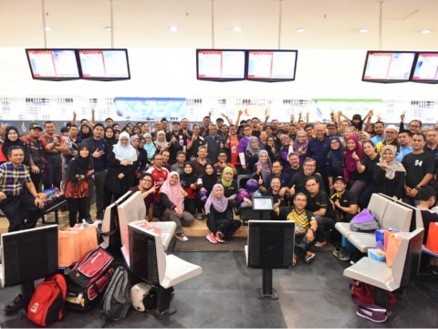 IIUM President launches RM20 per alumni campaign at charity bowling