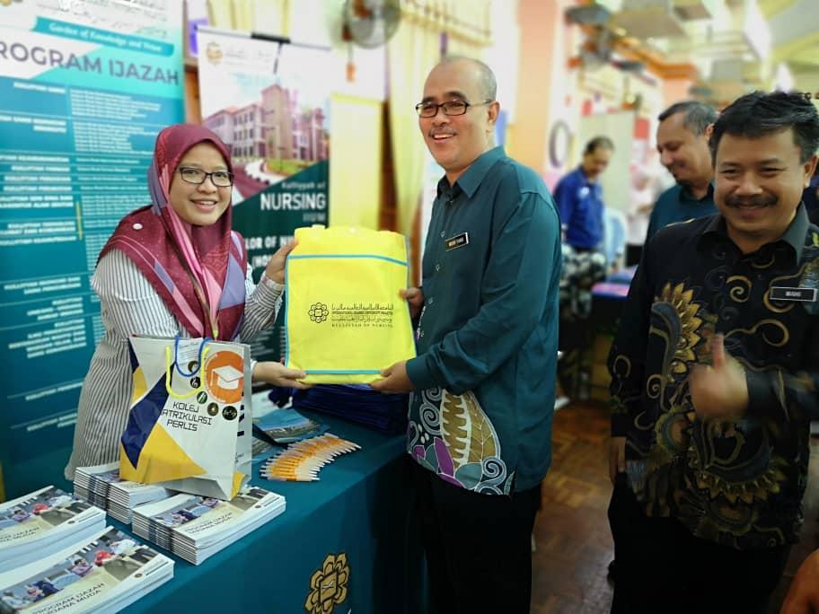 Kulliyyah Promotion Activities in Perlis Matriculation College